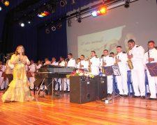 25 años cantando, Banda Blanca y Astrid Achi